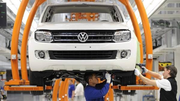 Planta-automotriz-alemana-Volkswagen-AP_CLAIMA20150702_0082_28